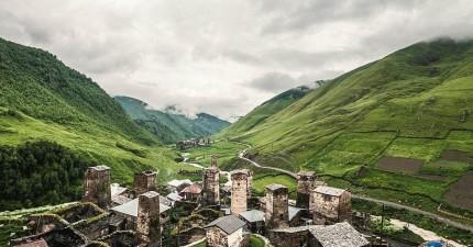 攝影師前進全世界海拔最高村莊,揭露少有人知的「山中雲之國度」神祕面紗。