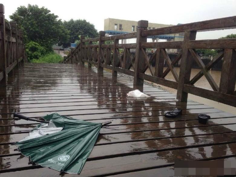 這名媽媽在雨天被雷擊正中失去意識,好在「胸罩」保住了她的性命!