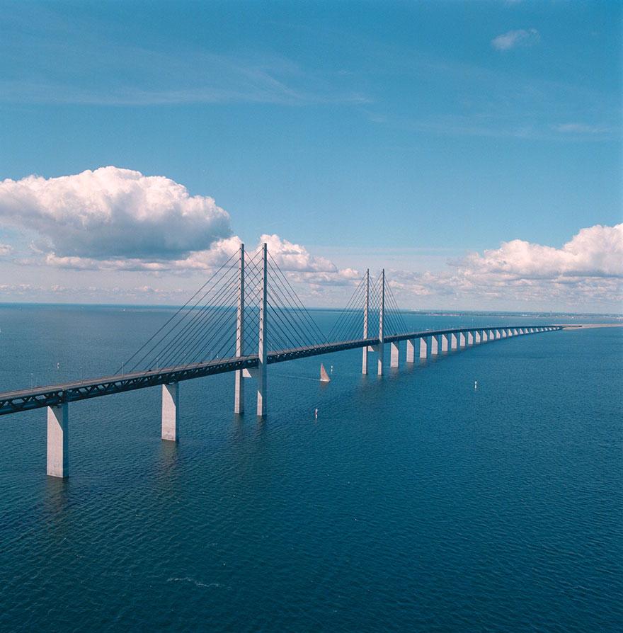 這條道路開到一半就鑽到海裡,「連接兩個國家」這是世界上最猛的隧道!