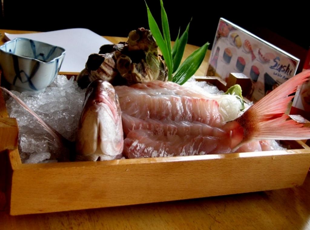 19個全世界「活生生就被送進胃袋」的驚悚料理。但#6其實每個人都吃過?