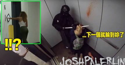 這些路人正在等電梯,但沒想到門一開出現在眼前的卻是血淋淋的「殺人武士斬首命案現場」...