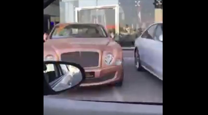 這個人開車拍下「杜拜滿街的奢華奇蹟」,最後一台完全再突破有錢極限了!
