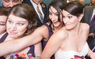 這對新人才正要結婚就被困在電梯裡25分鐘,結果就逆來順受得到了史上最棒的婚禮!