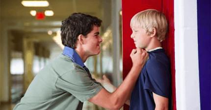 這個惡霸在校園裡總以暴力欺負弱勢同學和強迫12歲女童口交,結果一名受害者的哥哥出絕招毀了他一生。