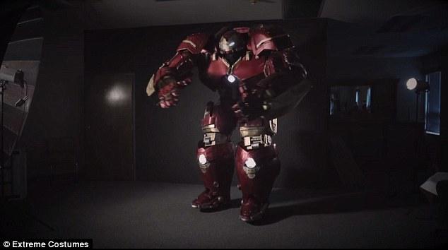 這個花了1600小時製作的「浩克毀滅者」,看他花20分鐘穿上我都覺得累!
