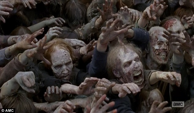 這名男子在一口氣把所有《陰屍路》看完後居然「以為好友變成殭屍了」,因此把他給殺掉!