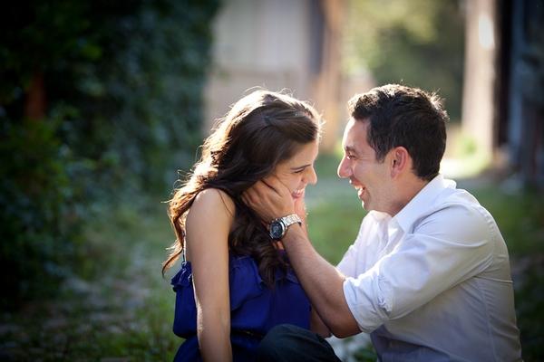 女孩宣布求婚消息本來很感人,但「照片背景亮點」毀了一切