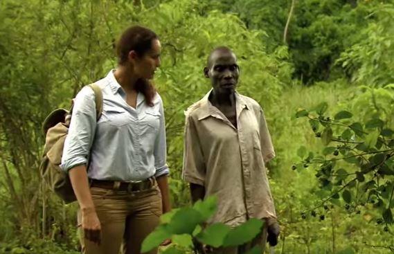 這名被猩猩養大的男生就是「真人版泰山」,他再次遇到人類的反應太令人吃驚了!
