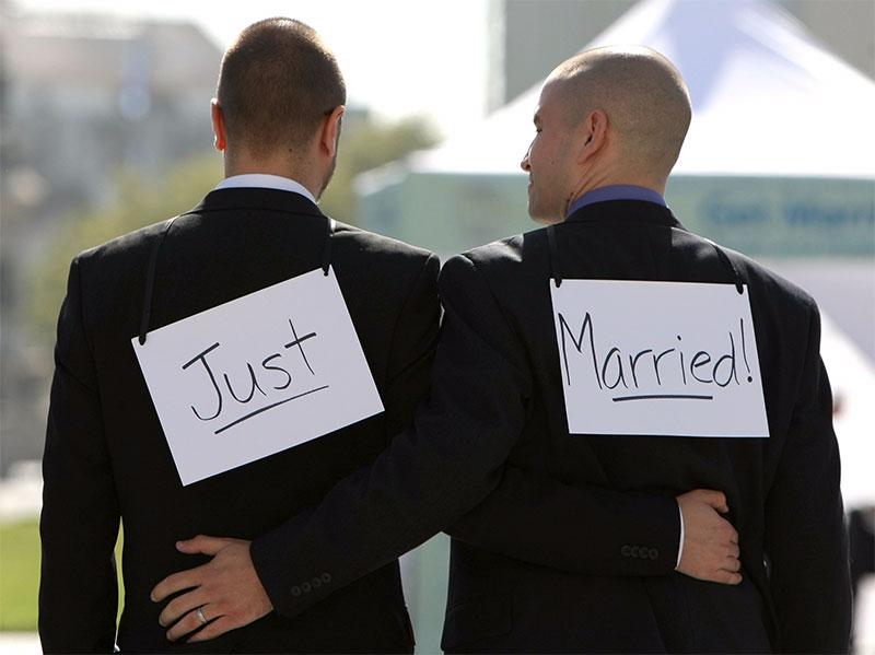 這名異性戀男為了錢跟大他27歲的同志訂婚,當他說到喜不喜歡肛愛愛時...