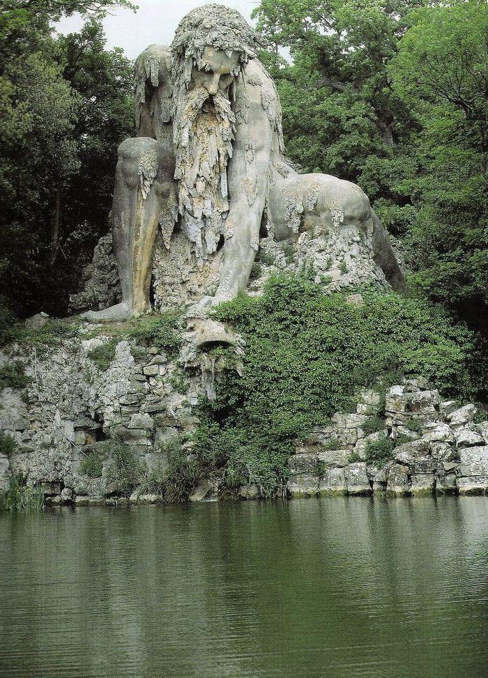這座16世紀的山神雕像看起來已經很了不起了,但他們發現到的內部隱藏功能房間才讓人吃驚呢!