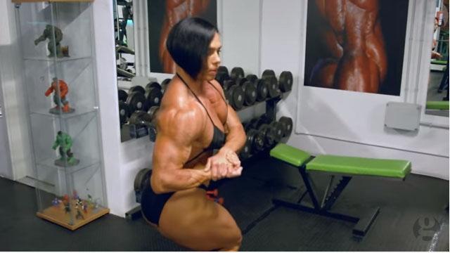 這位健美小姐說這身「盔甲般的肌肉」讓她自信大增,但她的身體突然出現異變...