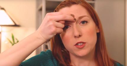 看完這個女生把手指放在眉心處並用舌頭頂著上顎的動作,跑去耳鼻喉科門診掛號的人都再也不回診了!