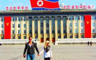這對去過100多個國家的夫妻以為去北韓也只是出國,沒想到根本是「到了宇宙另一端的監獄世界」。