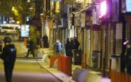 警方終於鎖定「發起巴黎恐攻事件主謀」的秘密藏身處並發生槍戰,民眾拍下的畫面真的太震撼了...