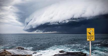 澳洲雪梨上空出現了這樣如世界末日般的奇景,看影片覺得這根本就是末日前兆!
