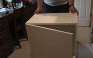 這名男子只是買了7個像這樣的IKEA櫥櫃堆在房間,結束後令人最意想不到的「神級家具」就誕生了!