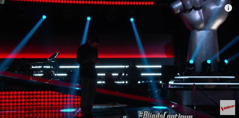 魔力紅主唱亞當假扮參賽者參加《美國好聲音》,結果前3秒評審的反應讓他差點緊張死了!