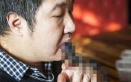 中國這位大叔「賴以維生的超驚悚特技」看起來完全是可怕的自殺行為啊!
