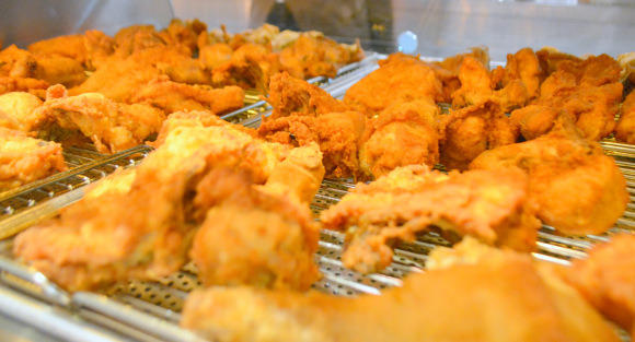 有網友去挑戰日本的爆炸紅「肯德基吃到飽」,看到超完美菜色讓我希望台灣也有啊!