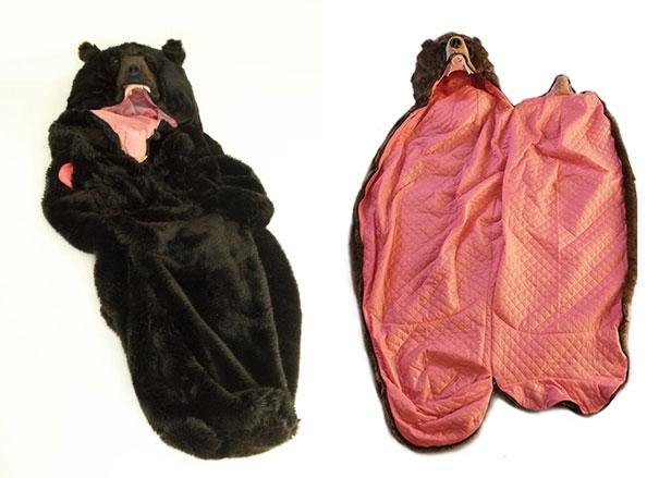 當你穿上這款「黑熊睡袋」後 躺下來的「超霸氣猛樣」讓旁人絕對不敢吵你起來!