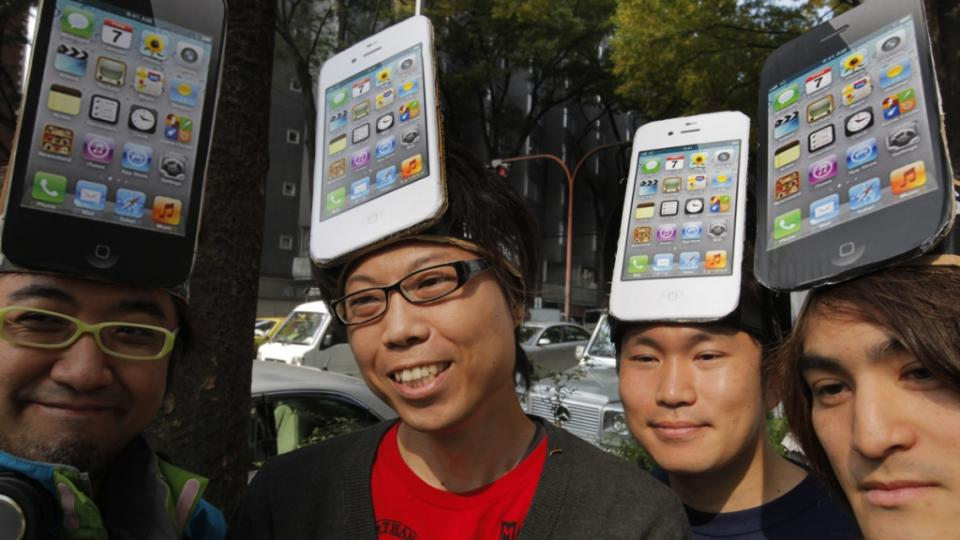 Apple Inc. fans wait in line in front of a Softbank Mobile Corp. shop in Tokyo to buy its new iPhone 4S on the launch day in Japan Friday, Oct. 14, 2011. (AP Photo/Itsuo Inouye)