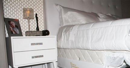如果你一直夢想希望可以跟毛寶貝在床上一起睡的話,這張超貼心床會完成你所有的夢想!