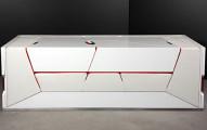 現在這看起來只是個普通的白色箱子,但打開變形看到10幾種「家具模式」你就會想把家具都丟掉了!