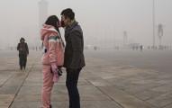 北京首度發布空汙「紅色警戒」,已經嚴重到讓他們需要把整個城市都「關機」...