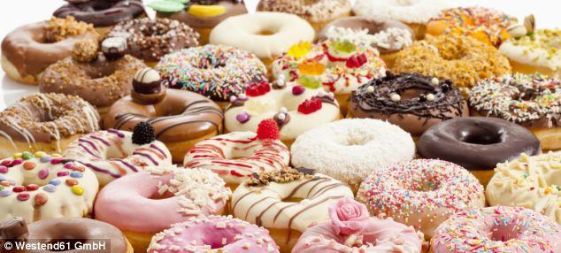 8種會讓你「一不小心就吃進半打甜甜圈的糖分」的食品。就連看似健康的有機果汁都...