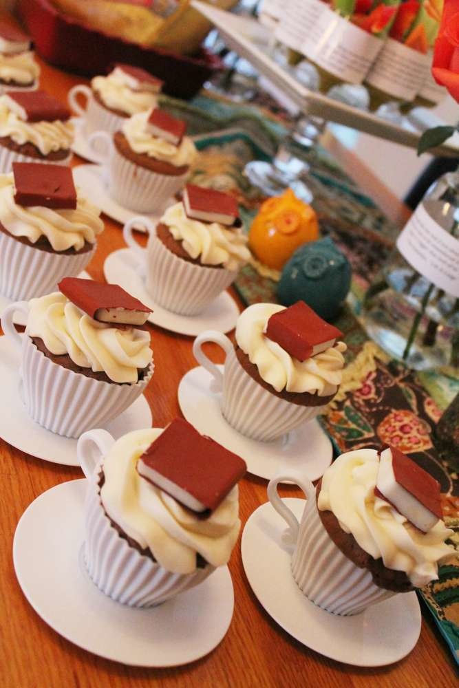 These cupcakes are the reason why there's a waitlist for your local bookclub.