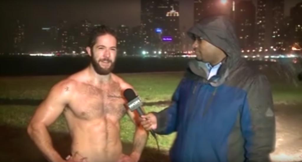 這名天菜慢跑男子被氣象記者攔下採訪,他說的話已經讓很多女生都想要搬到芝加哥了...