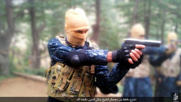 這名英國神級狙擊手「只開3槍就幹掉5名ISIS聖戰士解救數百人」,整段過程根本是希臘神話的等級...