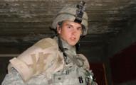 這名19歲年輕士兵發現「敵軍朝車內投入一顆手榴彈」,他下意識做出的勇敢舉動比任何超級英雄都還偉大。