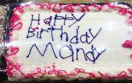 她請店員將「生日快樂」寫在蛋糕上卻得到這樣讓人不爽的結果,但後續的超感人爆點已經暖翻了很多網友。