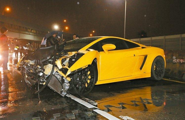 台灣男子開超跑把妹但「出事後卻推說是女生開車」,警察之後發現到更丟臉真相後連國際媒體都報導了!