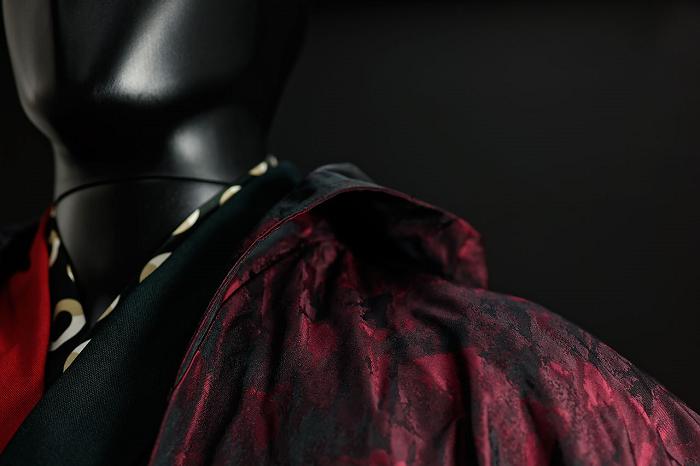 這件「融合傳統與現代的男性武士服飾」,會讓你驚覺你的現代裝扮才老套呢!