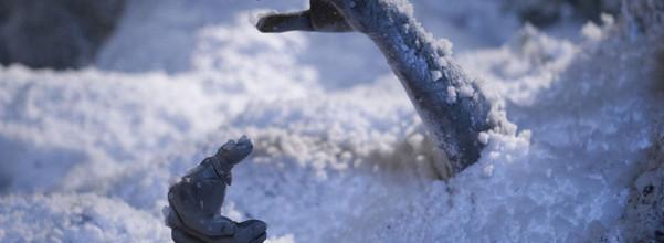 這名男子被埋在雪中2個月竟然順利存活,專家研究過後終於發現了讓他保命的重要事實!