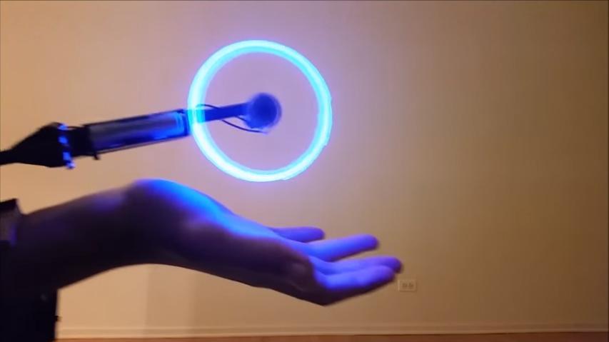 看到他說要「做出鳴人螺旋丸」時我以為他在唬爛,但當燈一關掉時我已經歡呼了!
