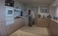 這家人發現冰箱有的時候會一直抖,結果一翻開才發現他們一家人都差點死了!