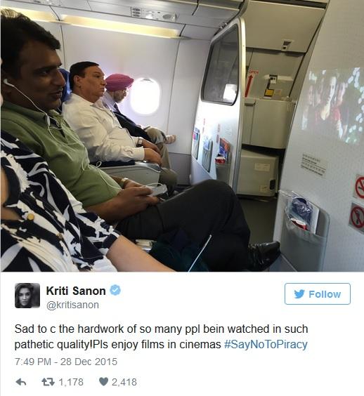 這位老兄在飛機上用投影機看盜版電影超囂張,結果發現電影中的女主角正坐在他旁邊瞪著他看...