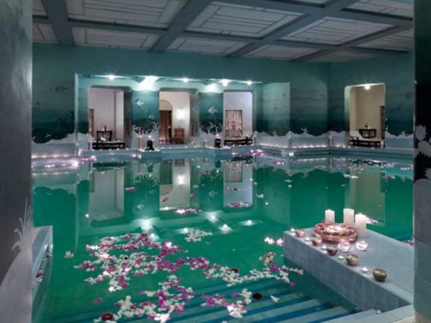 這座由印度皇宮改造的飯店獲選為全球No.1飯店,看到裡面的「求婚桌」你就會認同多貴都值得了!