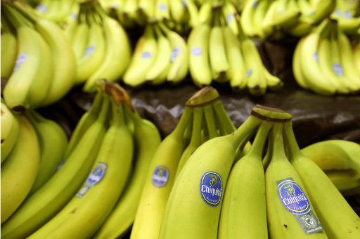 竊賊以為把贓物吞下肚警察就拿他沒轍,結果警察就去買了40根香蕉...