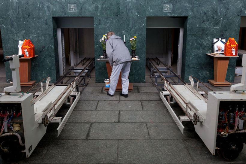 火葬場操作員當被問到「如果需要火化好友怎麼辦」時他說出冷酷無情的話,但是聽完後讓網友對人生都看開了...