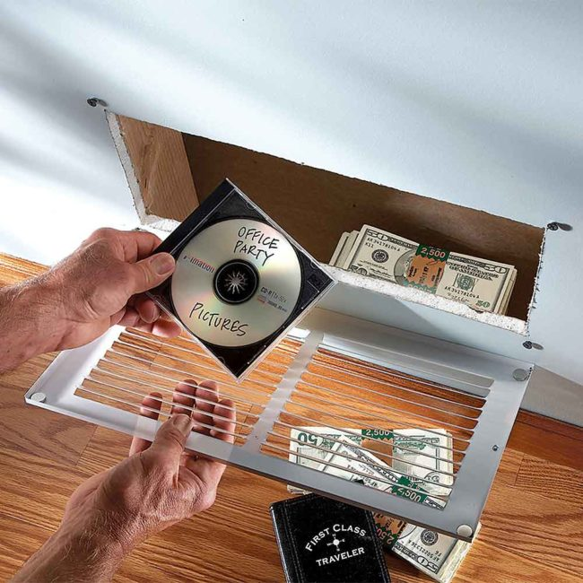 18個讓闖進你家的小偷「重重踢到鐵板折斷腳」的超天才貴重物品藏匿絕招!