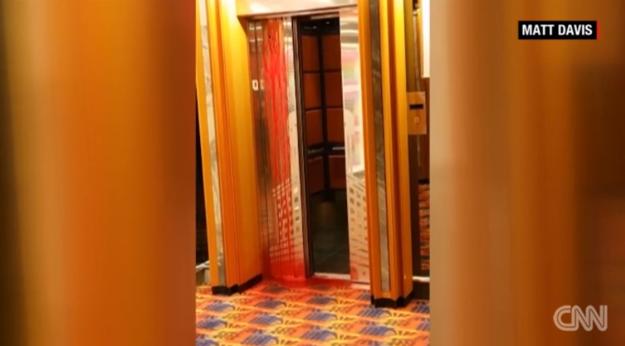 一名遊輪員工被電梯壓碎,乘客路過拍下「血瀑布」照片讓人痛心。