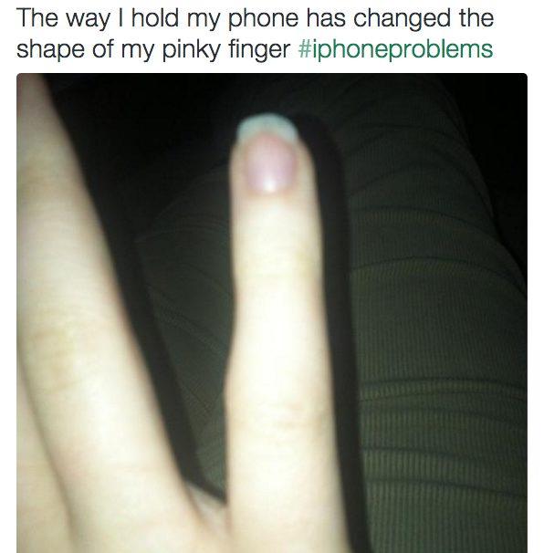 你每天都在看手機但沒有注意到,現在看看你的小指你才會知道可怕!