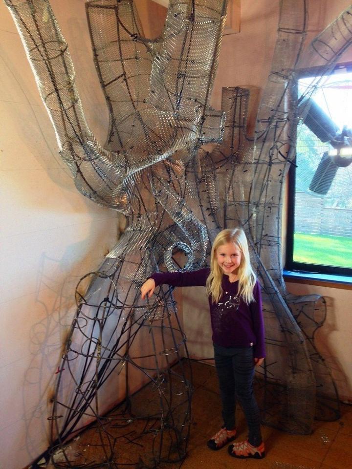 這位爸爸替一直想要樹屋的女兒變出「比樹屋更棒的仙境」,看完後連大人都超羨慕想搬進去住。