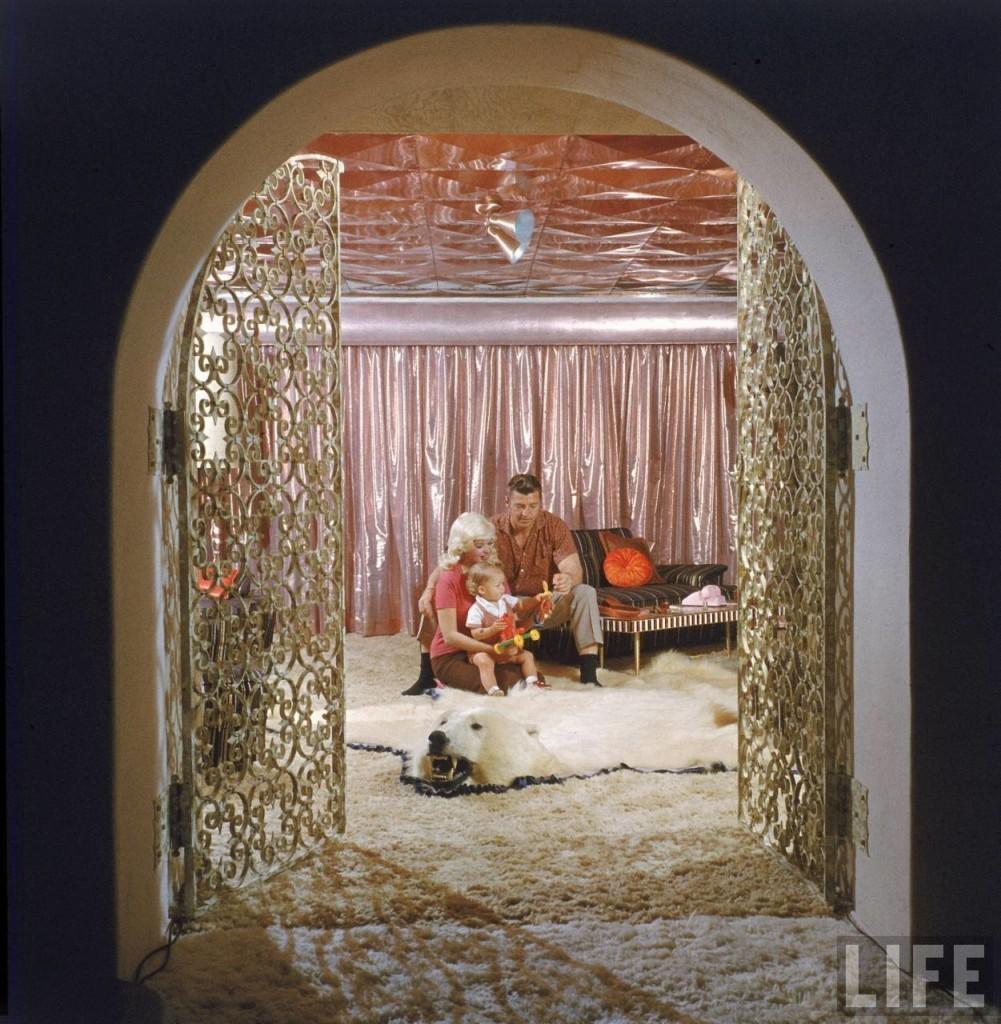 60年代這間「芭比娃娃豪宅」當時造成了轟動,因為看到裡面的「超瘋狂公主浴室」你也會喘不過氣...