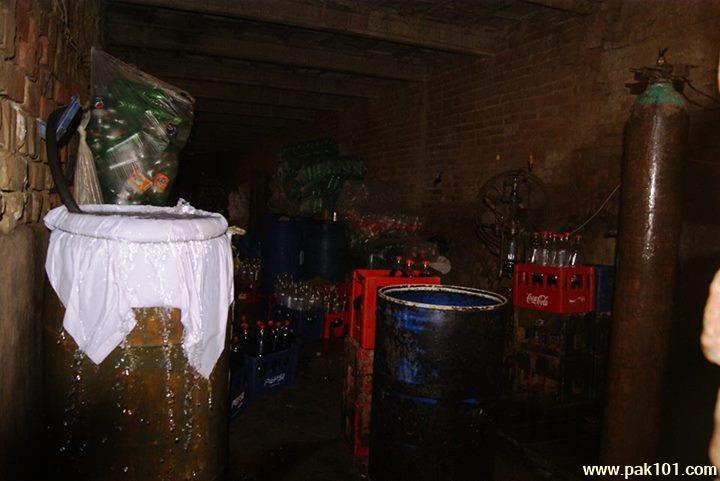 Fake_Coca_Cola_Coke_factory_Gujranwala_13_ghdun_Pak101(dot)com