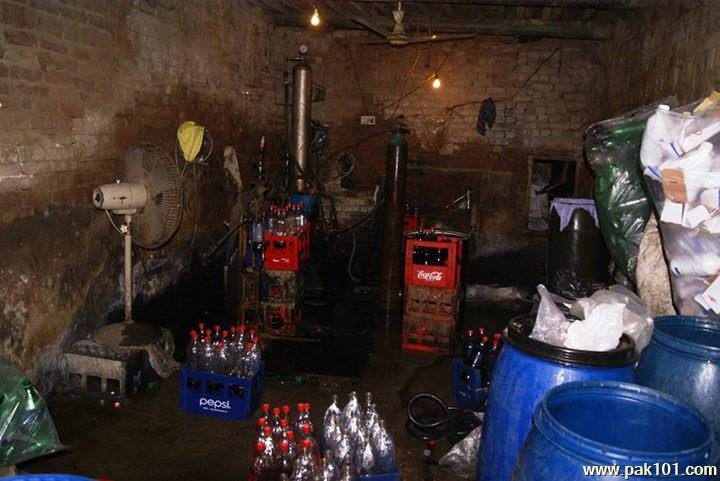 Fake_Coca_Cola_Coke_factory_Gujranwala_2_utjsv_Pak101(dot)com